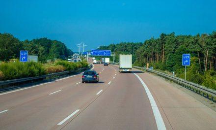 Na dálnici vpravo