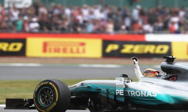 Lewis Hamilton vyhrál VC Anglie se strategií jedné zastávky a nasazení superměkké směsi s přezutím na měkkou