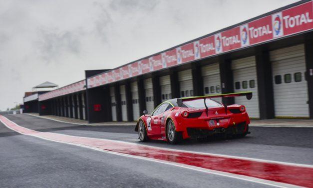 S Ferrari a Maserati bezpečně na okruhu v Mostě
