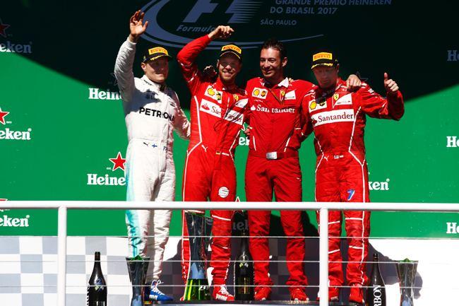 Strategie s přezutím ze superměkkých na měkké pneumatiky vyhrála Sebastianu Vettelovi Velkou cenu Brazílie