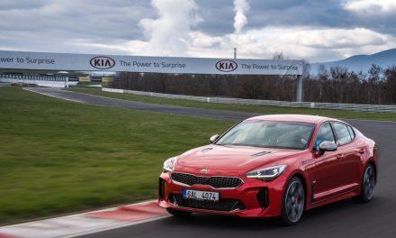 Tři desítky prodaných vozů KIA Stinger: červený šestiválec kraluje