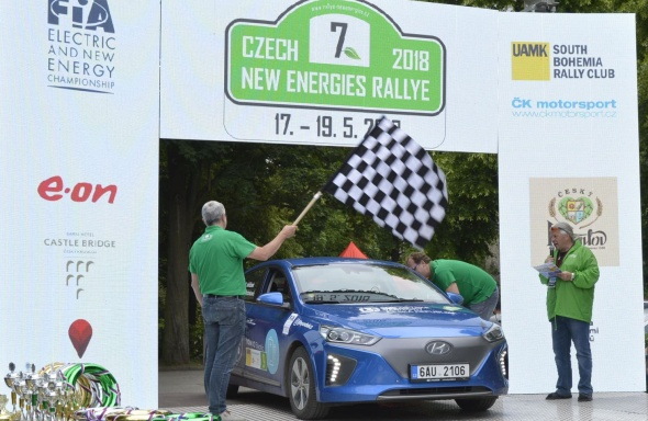 Modelová řada Hyundai IONIQ ovládla na Czech New Energies Rallye kategorii hybridních a plug-in hybridních vozů