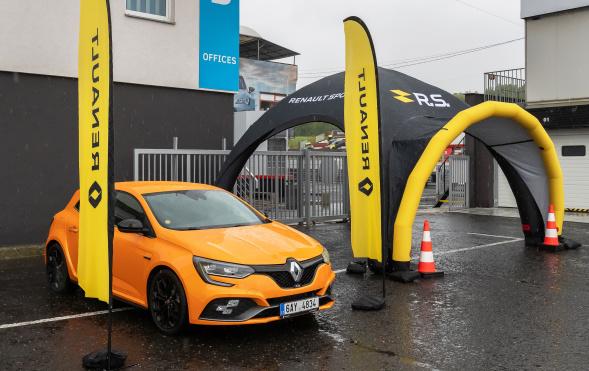 Na Autodromu Most s Renaultem Mégane R.S.