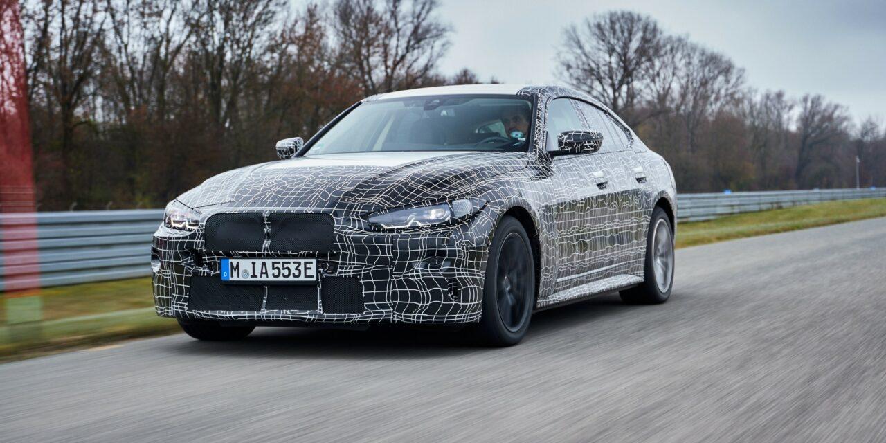 Rychlá akcelerace pouze na rovince elektromobilům BMW nestačí